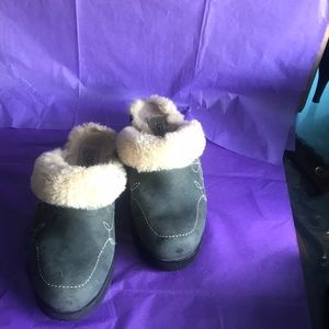 Uggs slippers shoes size 9